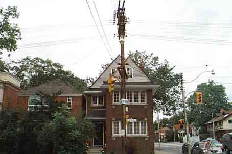 Main Photo: 262 E St Clair Avenue in Toronto: House (2 1/2 Storey) for lease (C09: TORONTO)  : MLS®# C1673551