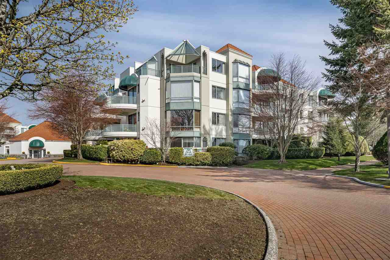 """Main Photo: 301 1785 MARTIN Drive in Surrey: Sunnyside Park Surrey Condo for sale in """"SOUTHWYND"""" (South Surrey White Rock)  : MLS®# R2469501"""