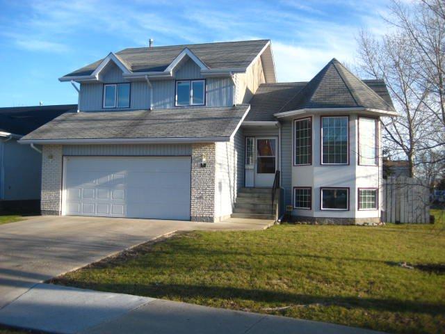 Main Photo: 17 RIVERSTONE Road in WINNIPEG: West Kildonan / Garden City Residential for sale (North West Winnipeg)  : MLS®# 1021875