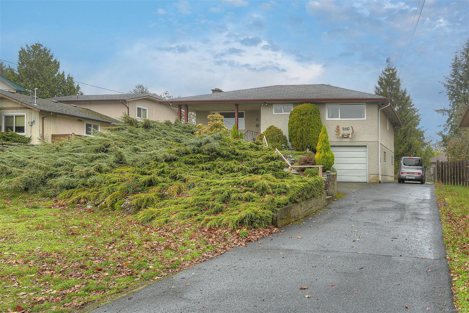 Main Photo: 3440 Cedar Hill Rd in : SE Cedar Hill House for sale (Saanich East)  : MLS®# 860196