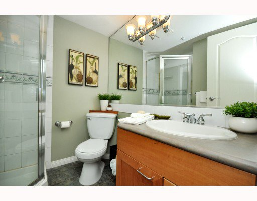 """Photo 7: Photos: 202 655 W 7TH Avenue in Vancouver: Fairview VW Townhouse for sale in """"The Ivys"""" (Vancouver West)  : MLS®# V777354"""