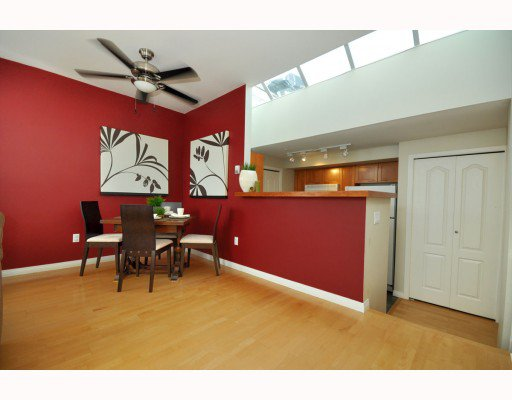 """Photo 4: Photos: 202 655 W 7TH Avenue in Vancouver: Fairview VW Townhouse for sale in """"The Ivys"""" (Vancouver West)  : MLS®# V777354"""
