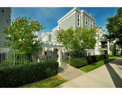 """Photo 2: Photos: 202 655 W 7TH Avenue in Vancouver: Fairview VW Townhouse for sale in """"The Ivys"""" (Vancouver West)  : MLS®# V777354"""