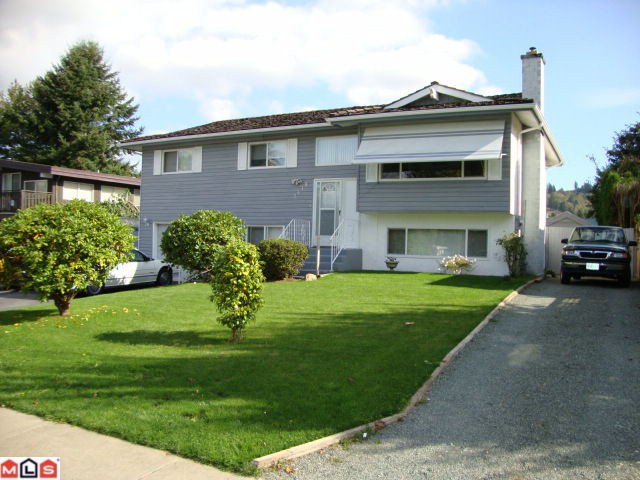 """Main Photo: 2418 GUILFORD Drive in Abbotsford: Abbotsford East House for sale in """"MCMILLAN"""" : MLS®# F1025474"""
