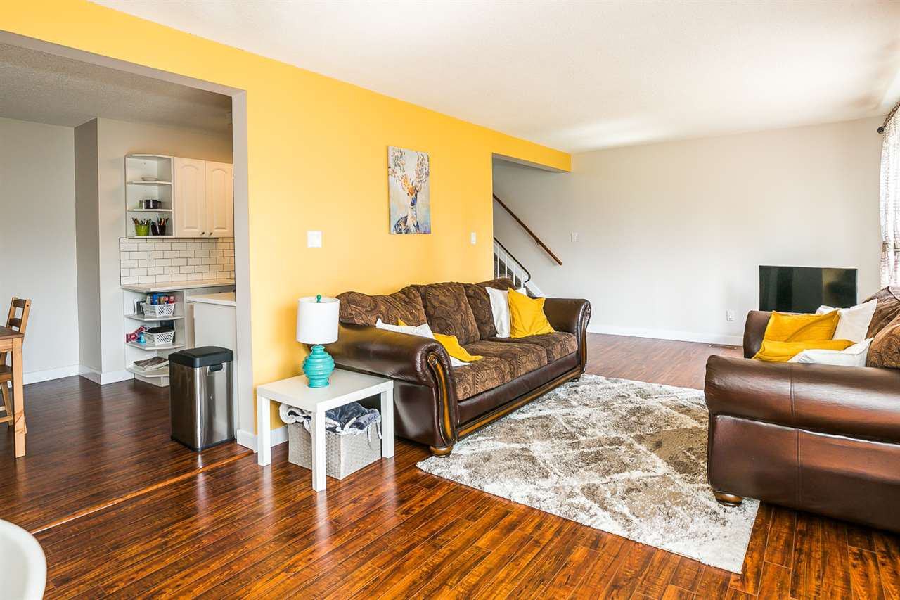 Main Photo: 160 CALLINGWOOD Place in Edmonton: Zone 20 Townhouse for sale : MLS®# E4168474