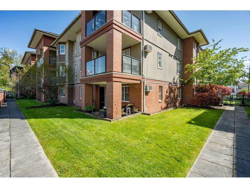 """Photo 2: Photos: 104 19774 56 Avenue in Langley: Langley City Condo for sale in """"Madison Station"""" : MLS®# R2452129"""