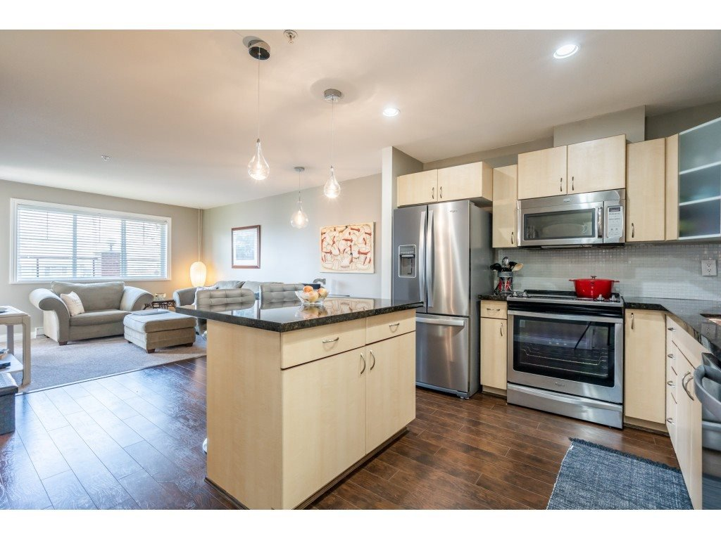 """Photo 3: Photos: 104 19774 56 Avenue in Langley: Langley City Condo for sale in """"Madison Station"""" : MLS®# R2452129"""
