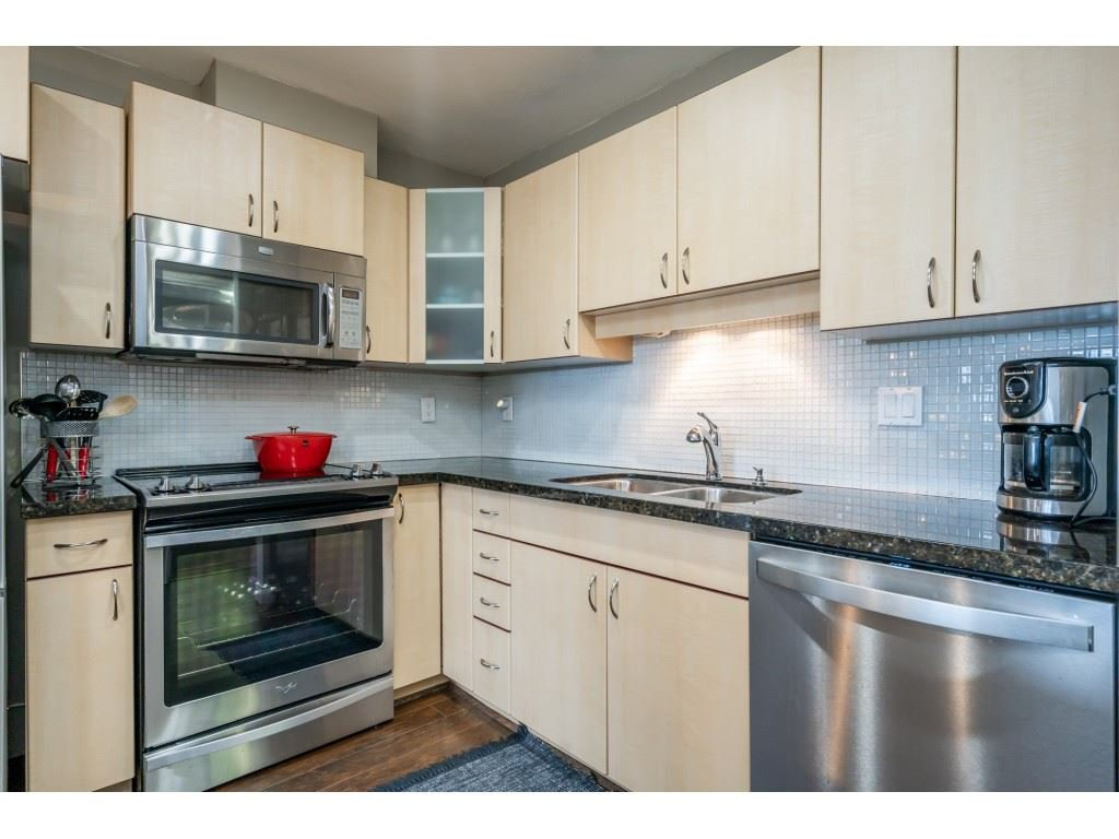"""Photo 5: Photos: 104 19774 56 Avenue in Langley: Langley City Condo for sale in """"Madison Station"""" : MLS®# R2452129"""