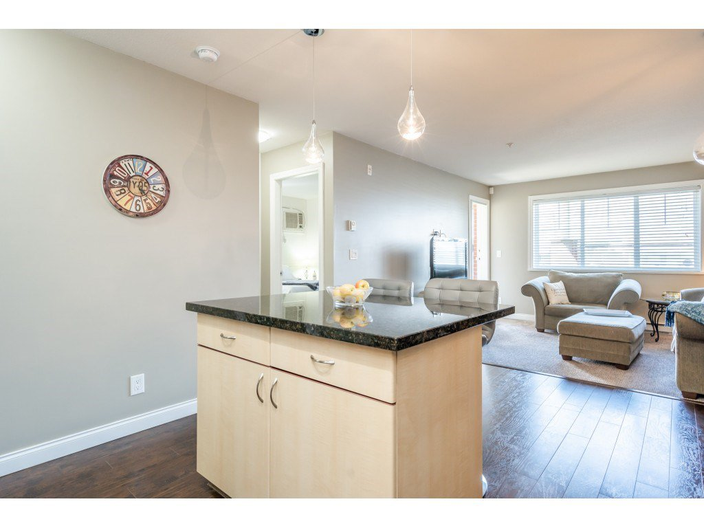 """Photo 6: Photos: 104 19774 56 Avenue in Langley: Langley City Condo for sale in """"Madison Station"""" : MLS®# R2452129"""