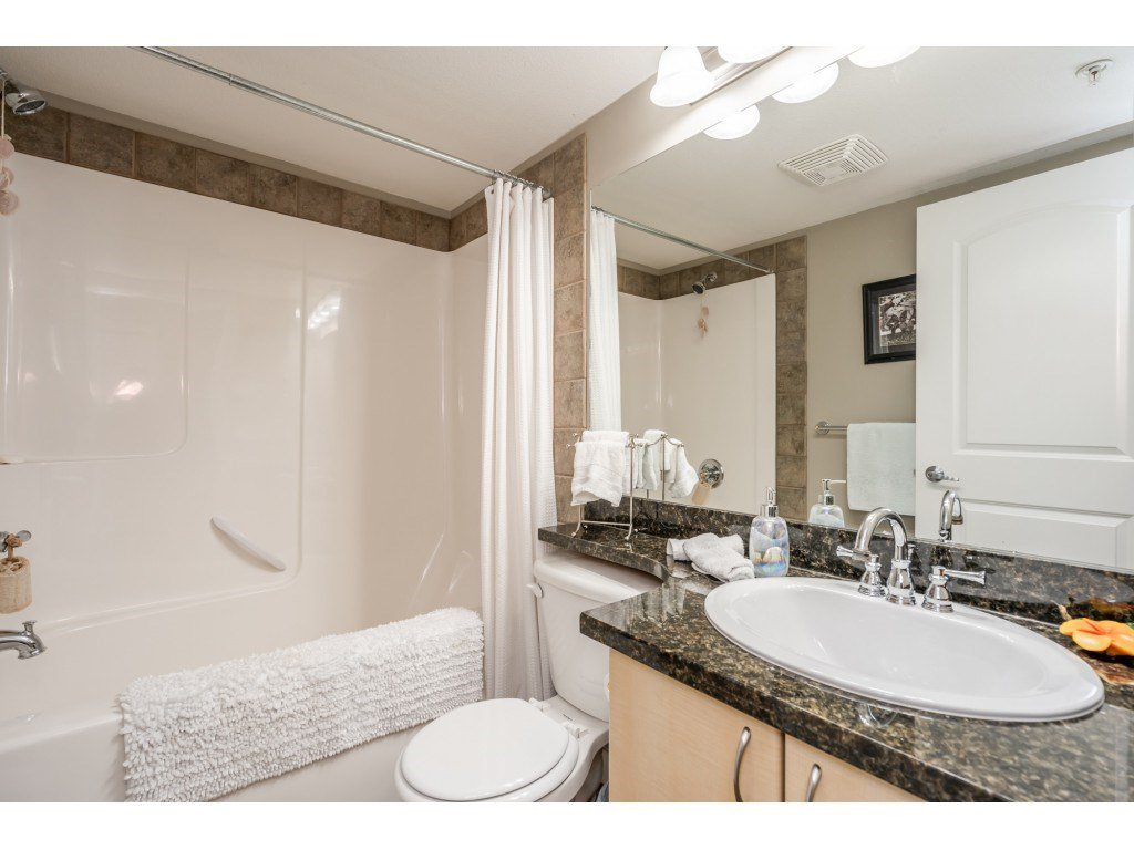 """Photo 14: Photos: 104 19774 56 Avenue in Langley: Langley City Condo for sale in """"Madison Station"""" : MLS®# R2452129"""