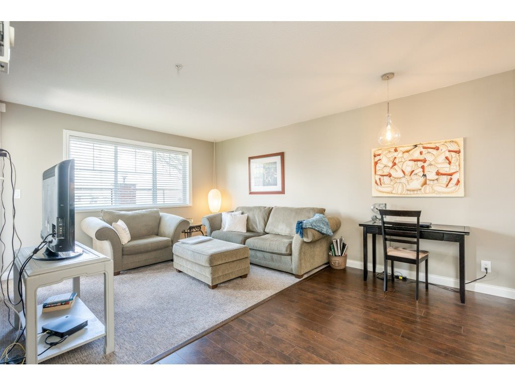 """Photo 7: Photos: 104 19774 56 Avenue in Langley: Langley City Condo for sale in """"Madison Station"""" : MLS®# R2452129"""