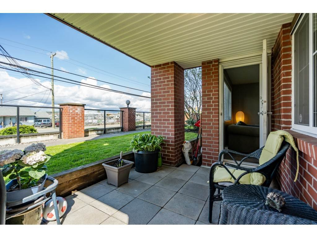 """Photo 19: Photos: 104 19774 56 Avenue in Langley: Langley City Condo for sale in """"Madison Station"""" : MLS®# R2452129"""