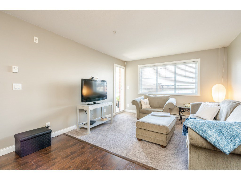 """Photo 8: Photos: 104 19774 56 Avenue in Langley: Langley City Condo for sale in """"Madison Station"""" : MLS®# R2452129"""