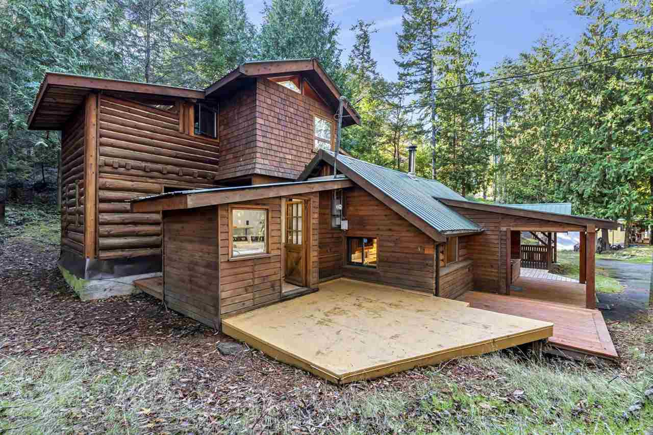 Main Photo: 604 WAUGH Road: Mayne Island House for sale (Islands-Van. & Gulf)  : MLS®# R2512360