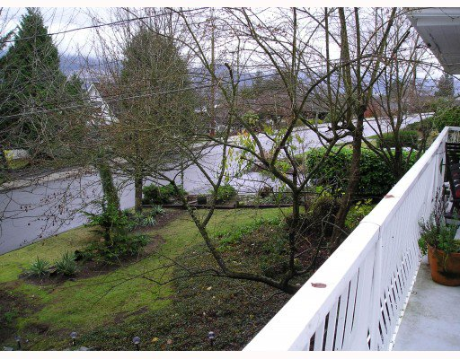 Photo 7: Photos: 936 BAKER Drive in Coquitlam: Chineside House for sale : MLS®# V798614