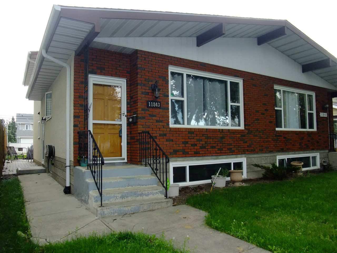 Main Photo: 11843 123 Street in Edmonton: Zone 04 House Half Duplex for sale : MLS®# E4167900