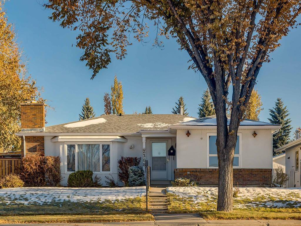 Main Photo: 2308 Palliser Drive SW in Calgary: Palliser Detached for sale : MLS®# C4272355