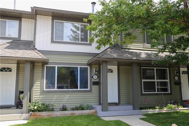 Main Photo: 122 WOODBOROUGH Terrace SW in Calgary: Woodbine Row/Townhouse for sale : MLS®# C4280168