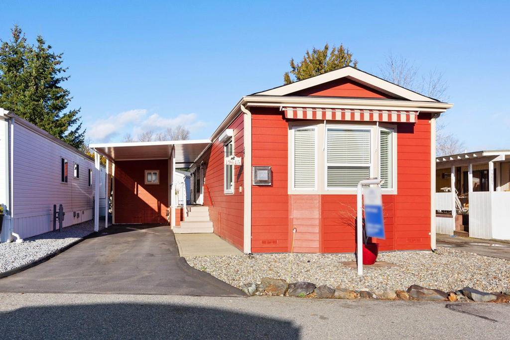 """Main Photo: 19645 PINETREE Lane in Pitt Meadows: Mid Meadows Manufactured Home for sale in """"MEADOWHIGHLANDS"""" : MLS®# R2528246"""