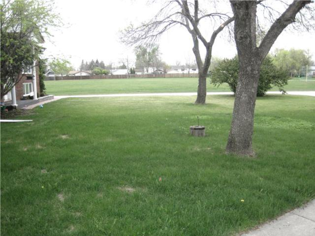 Photo 2: Photos: 10 Kramble Place in WINNIPEG: Transcona Residential for sale (North East Winnipeg)  : MLS®# 1009236