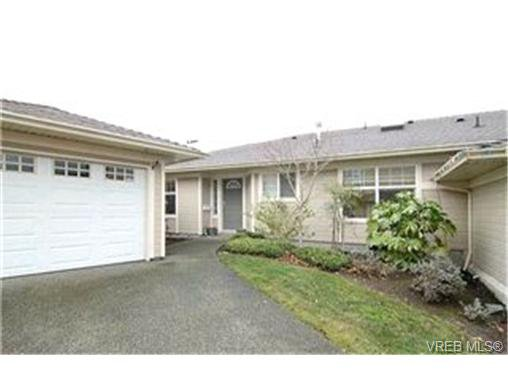 Main Photo: 8 4383 Torquay Dr in VICTORIA: SE Gordon Head Row/Townhouse for sale (Saanich East)  : MLS®# 417367