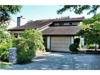 Main Photo: 1541 San Juan Ave in VICTORIA: SE Gordon Head House for sale (Saanich East)  : MLS®# 481609