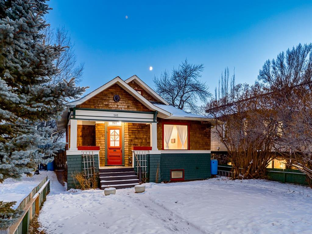 Main Photo: 707 1 Avenue NW in Calgary: Sunnyside Detached for sale : MLS®# A1041244