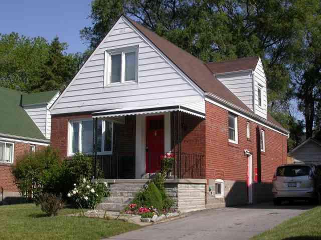 Main Photo:  in Toronto: House (1 1/2 Storey) for sale (E03: TORONTO)  : MLS®# E1403333