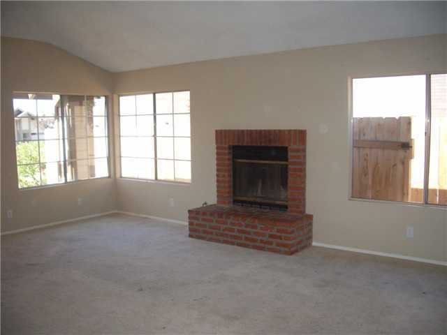 Photo 3: Photos: SAN MARCOS House for sale : 3 bedrooms : 514 Barnett