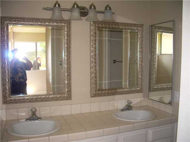 Photo 4: Photos: SAN MARCOS House for sale : 3 bedrooms : 514 Barnett