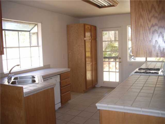Photo 1: Photos: SAN MARCOS House for sale : 3 bedrooms : 514 Barnett