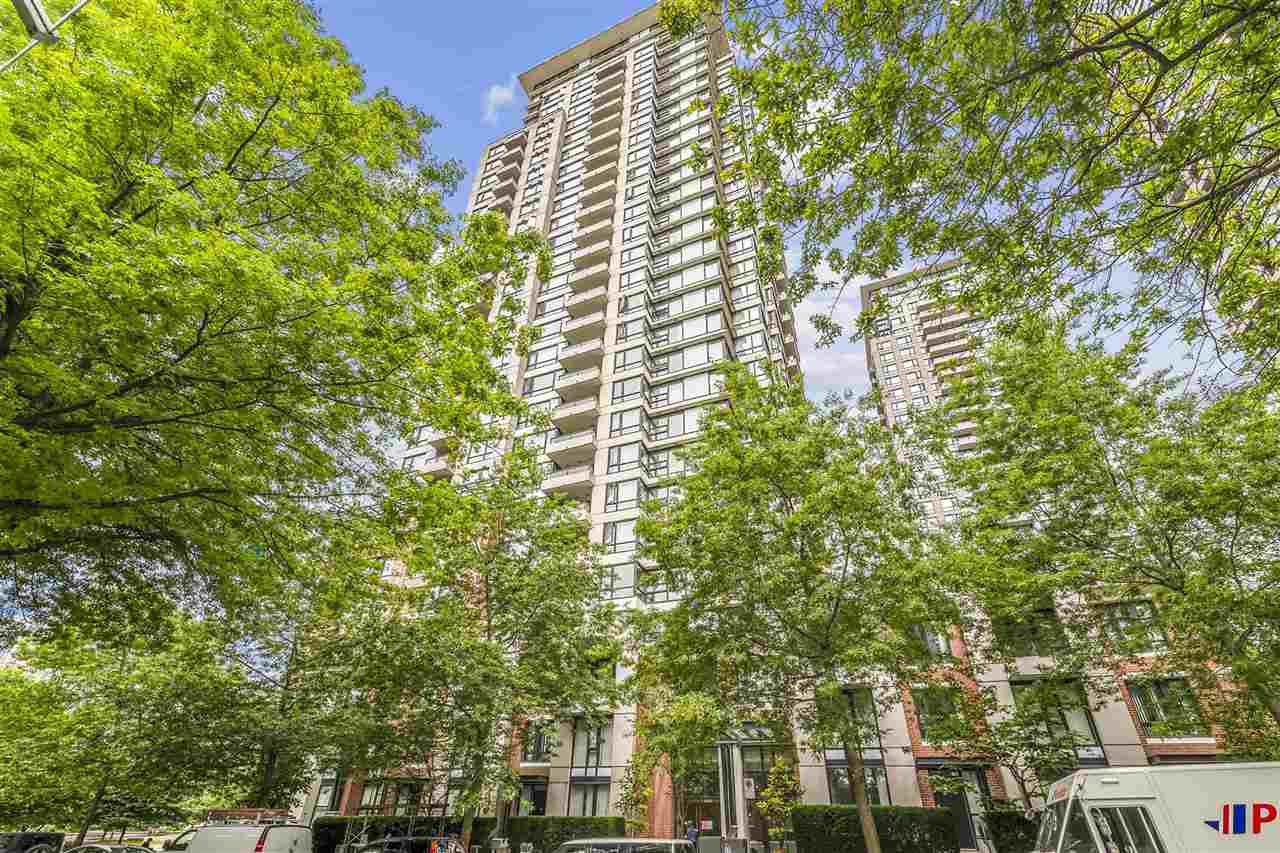 "Main Photo: 2601 977 MAINLAND Street in Vancouver: Yaletown Condo for sale in ""YALETOWN PARK"" (Vancouver West)  : MLS®# R2468498"
