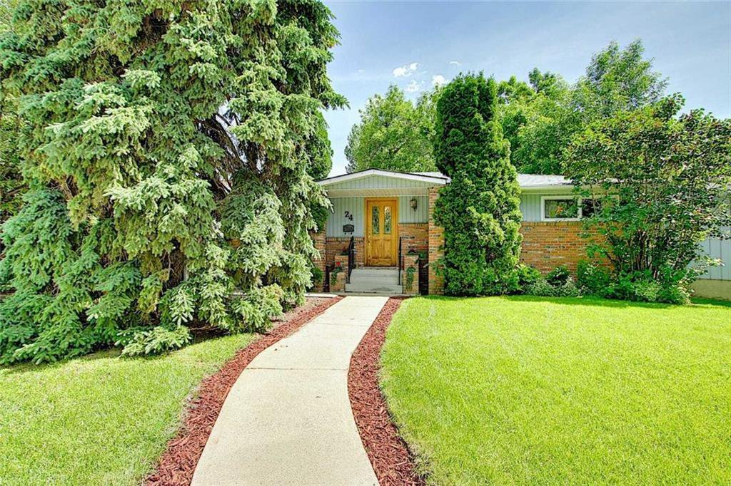 Main Photo: 24 HARDISTY Place SW in Calgary: Haysboro Detached for sale : MLS®# C4303423