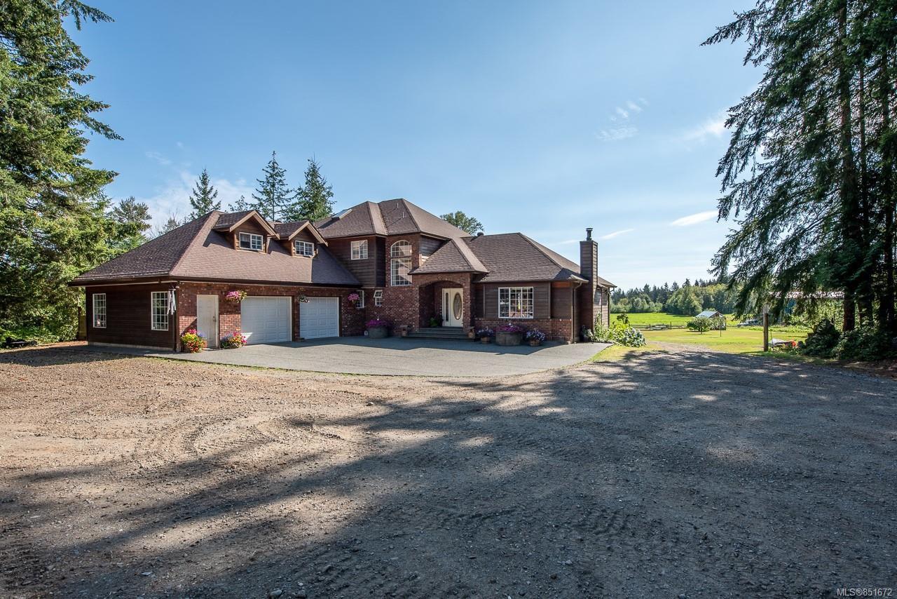 Main Photo: 8620 N Island Hwy in : CV Merville Black Creek House for sale (Comox Valley)  : MLS®# 851672