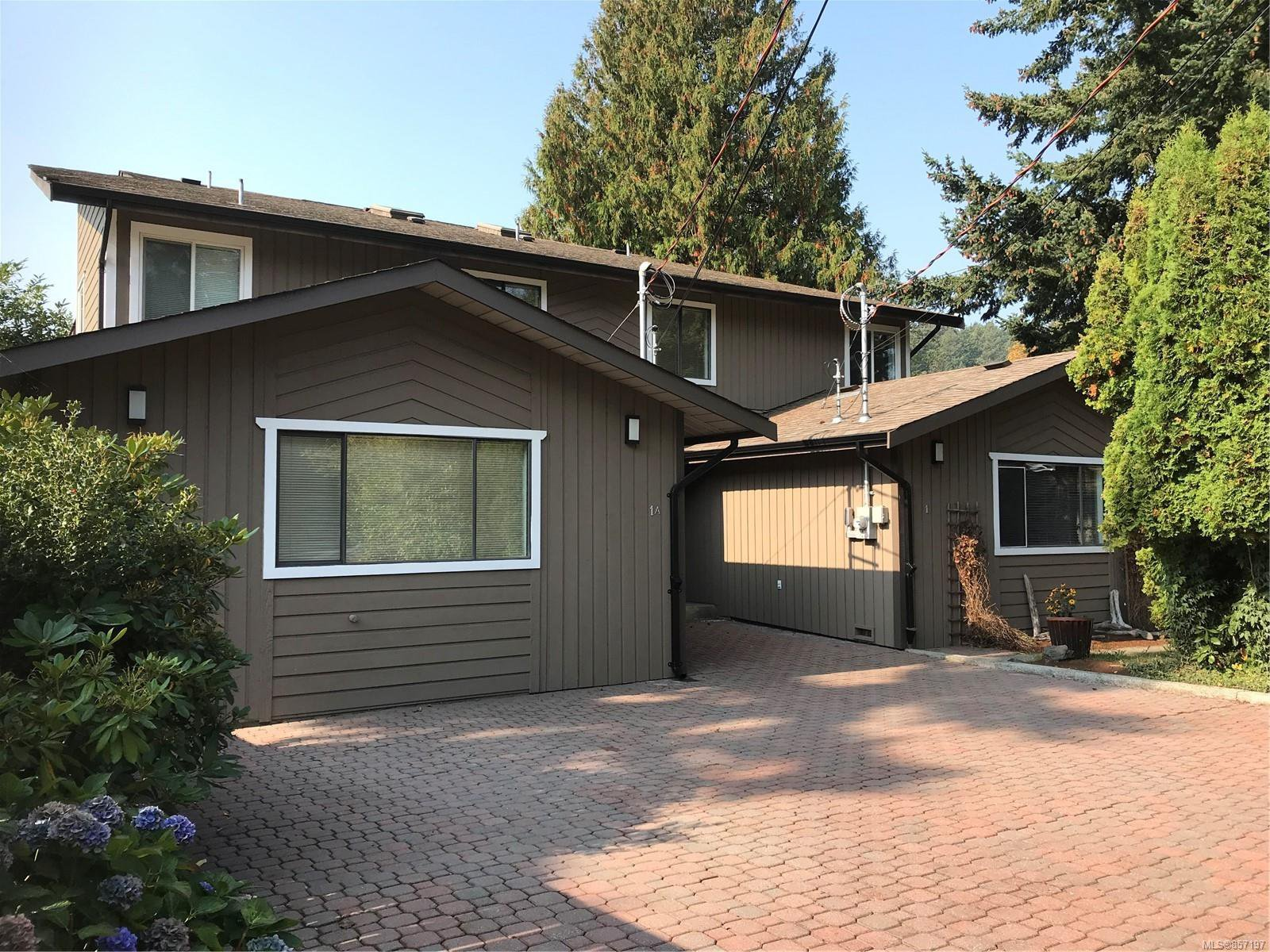 Main Photo: 1 Price Rd in : VR View Royal Full Duplex for sale (View Royal)  : MLS®# 857197