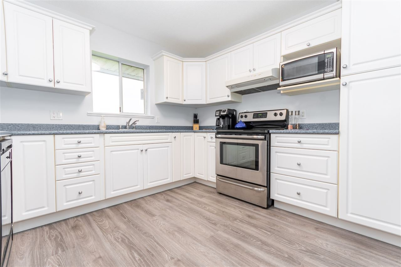 Main Photo: 23887 32 Avenue in Langley: Campbell Valley House for sale : MLS®# R2518288