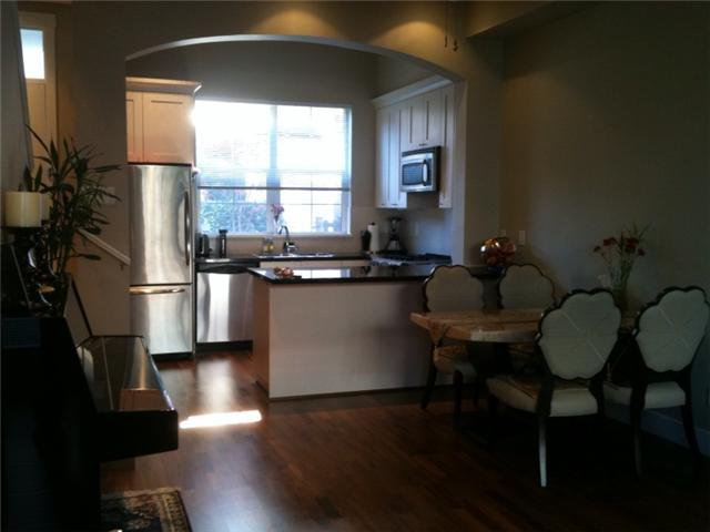 """Photo 3: Photos: 751 W 42ND Avenue in Vancouver: Oakridge VW Townhouse for sale in """"TOWNE 2"""" (Vancouver West)  : MLS®# V852503"""