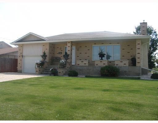 Main Photo: 1148 COURT Avenue in WINNIPEG: West Kildonan / Garden City Residential for sale (North West Winnipeg)  : MLS®# 2815967