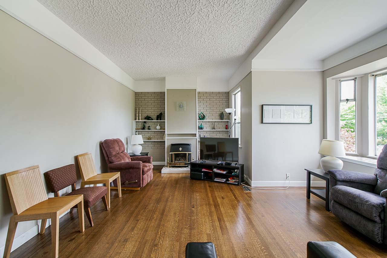 Photo 3: Photos: 825 DUBLIN Street in New Westminster: Moody Park House for sale : MLS®# R2389050