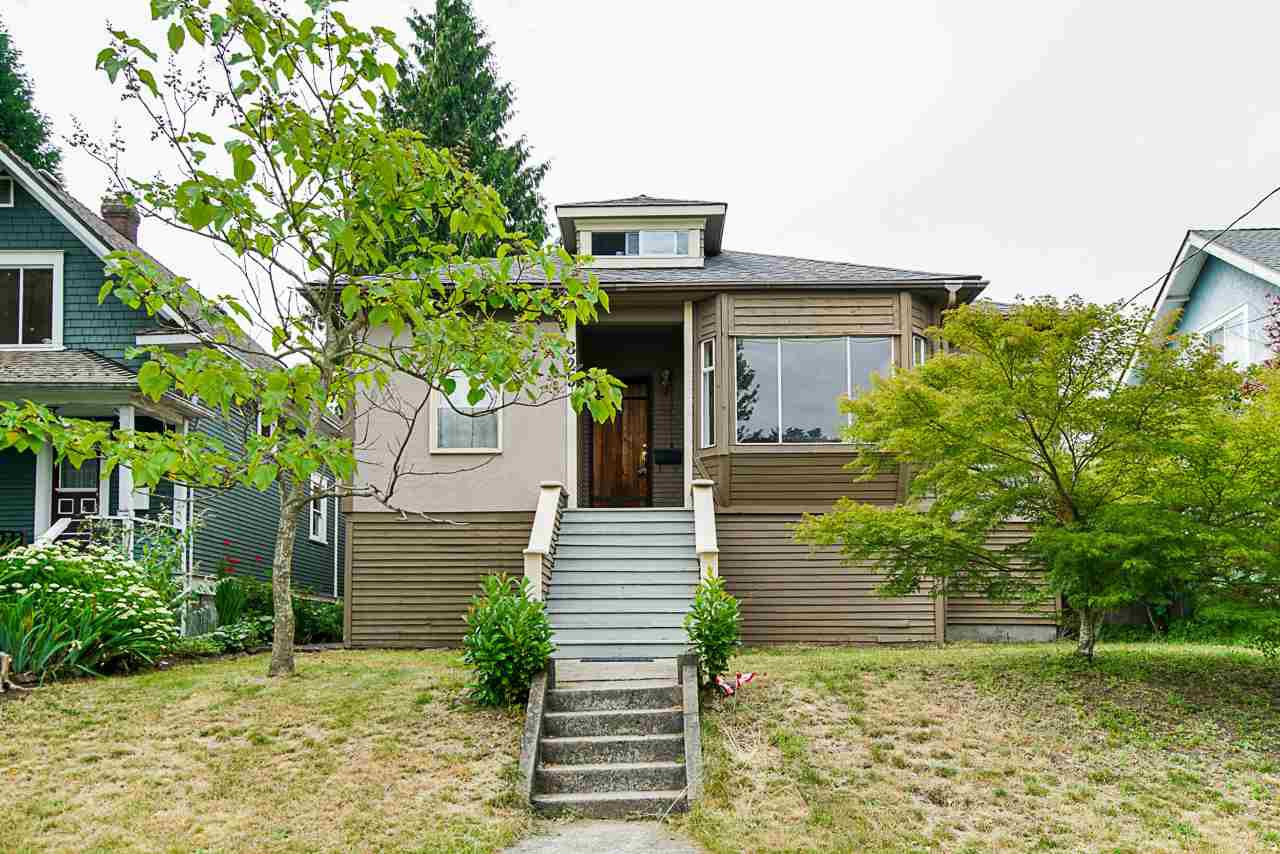 Main Photo: 825 DUBLIN Street in New Westminster: Moody Park House for sale : MLS®# R2389050