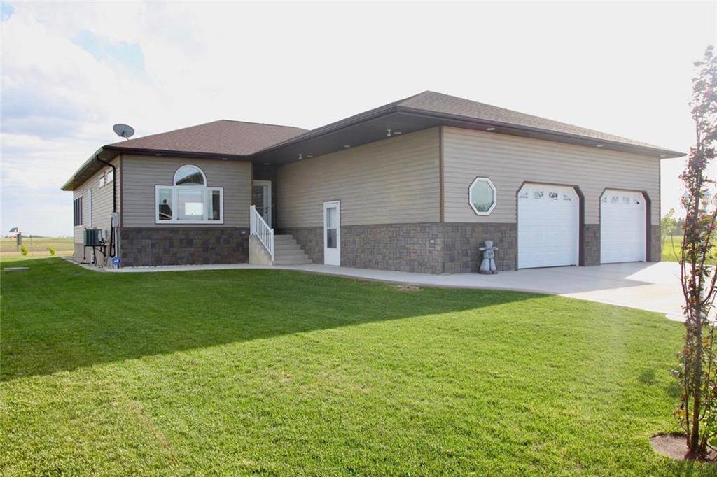 Main Photo: 124 Maskrey Drive in Starbuck: R08 Residential for sale : MLS®# 202012277