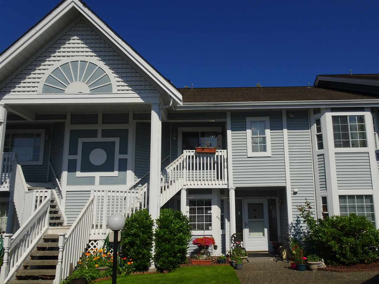 """Main Photo: 104 9105 154 Street in Surrey: Fleetwood Tynehead Townhouse for sale in """"Lexington Square"""" : MLS®# R2468179"""