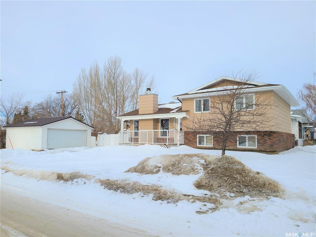 Main Photo: 210 Ash Street in Outlook: Residential for sale : MLS®# SK838873