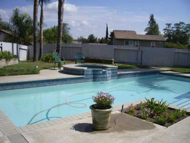 Photo 11: Photos: NORTH ESCONDIDO Residential for sale : 3 bedrooms : 702 Sheridan in Escondido