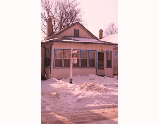 Main Photo: 542 LARSEN Avenue in WINNIPEG: East Kildonan Residential for sale (North East Winnipeg)  : MLS®# 2902577