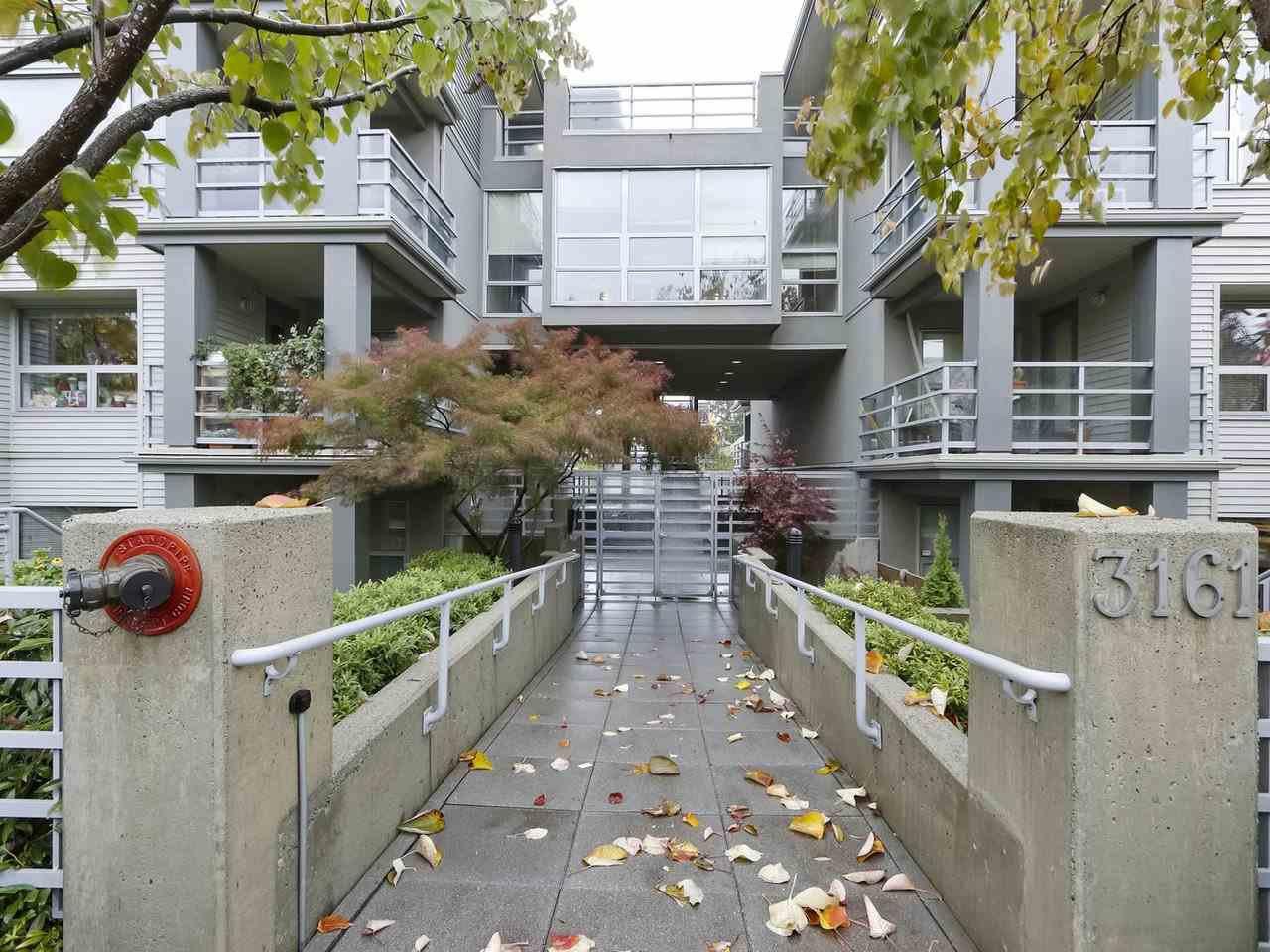 """Main Photo: 402 3161 W 4TH Avenue in Vancouver: Kitsilano Condo for sale in """"Bridgewater"""" (Vancouver West)  : MLS®# R2415092"""
