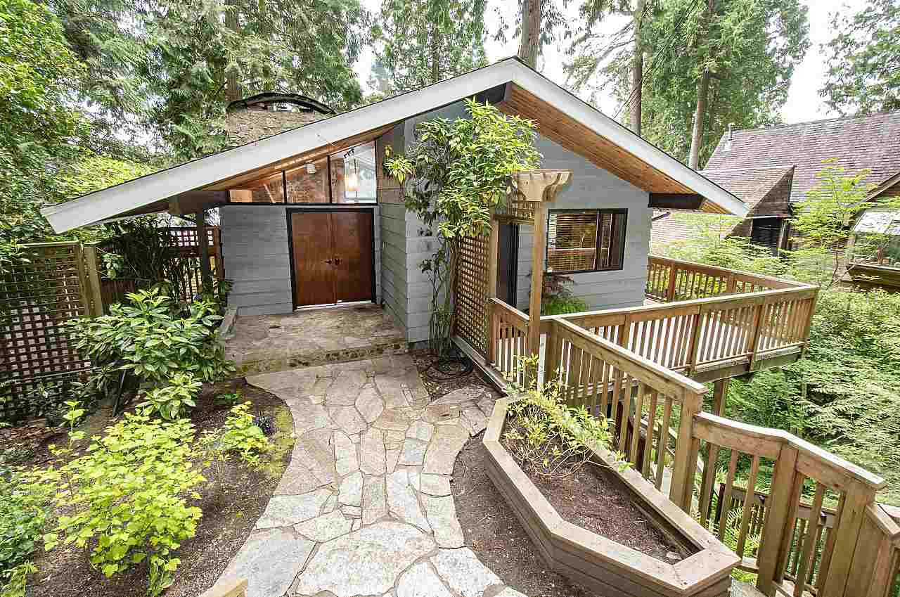 Main Photo: 2814 PANORAMA Drive in North Vancouver: Deep Cove House for sale : MLS®# R2457473