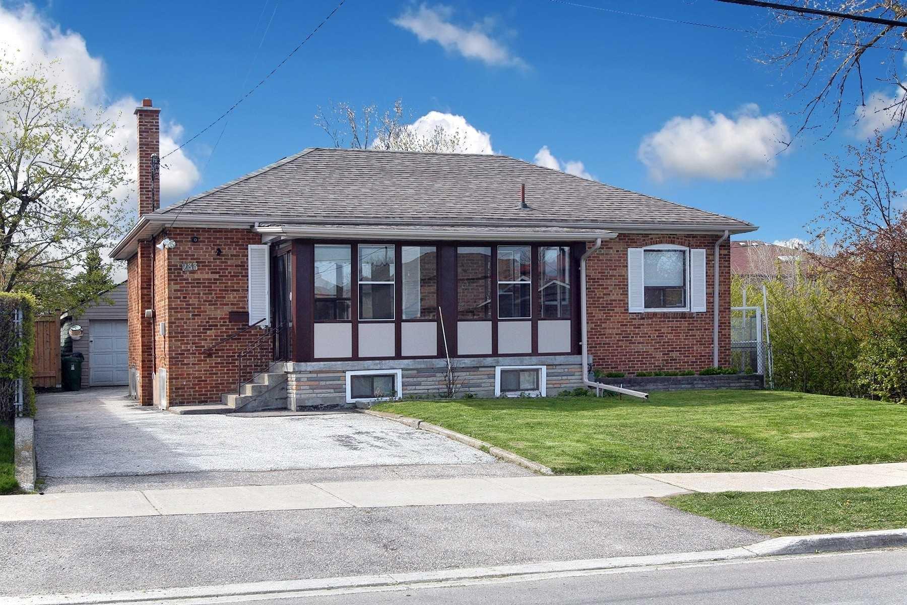 Main Photo: 233 Falstaff Avenue in Toronto: Maple Leaf House (Bungalow) for sale (Toronto W04)  : MLS®# W4815222