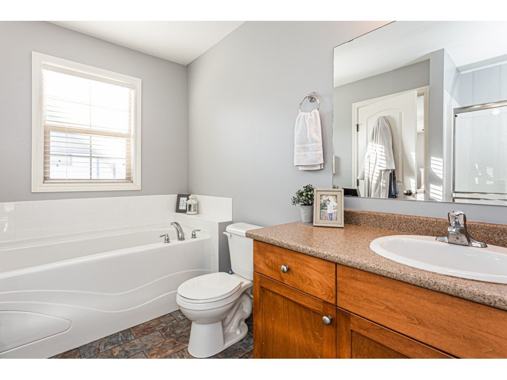 """Photo 13: Photos: 5 46151 AIRPORT Road in Chilliwack: Chilliwack E Young-Yale Townhouse for sale in """"AVION"""" : MLS®# R2423749"""