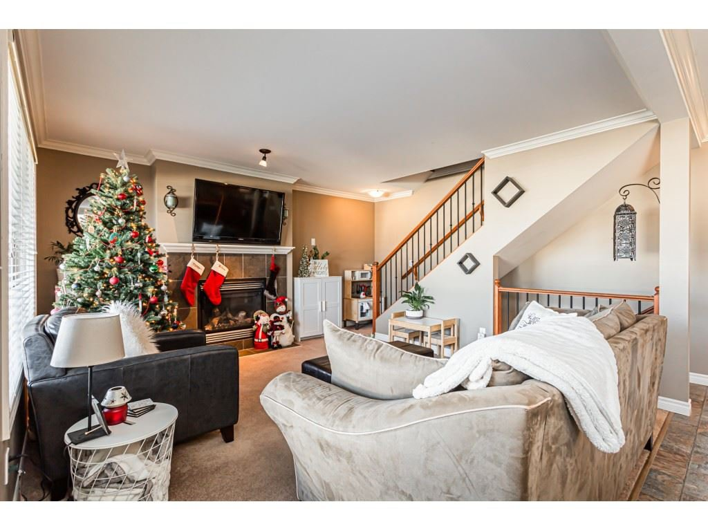 """Photo 3: Photos: 5 46151 AIRPORT Road in Chilliwack: Chilliwack E Young-Yale Townhouse for sale in """"AVION"""" : MLS®# R2423749"""